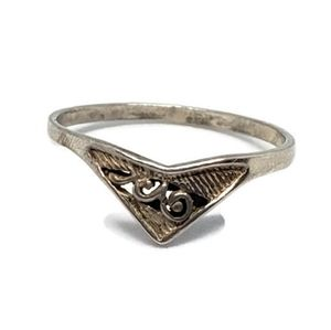 Sterling Silver V Filigree Triangle Ring